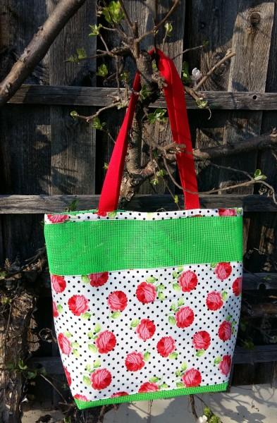 Tasche aus Vinylmesh Rosen